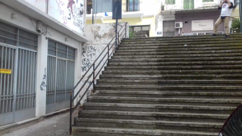 καγγελα-σκαλιά-οδός-Αθηνων-Ξενια-ναυπακτος