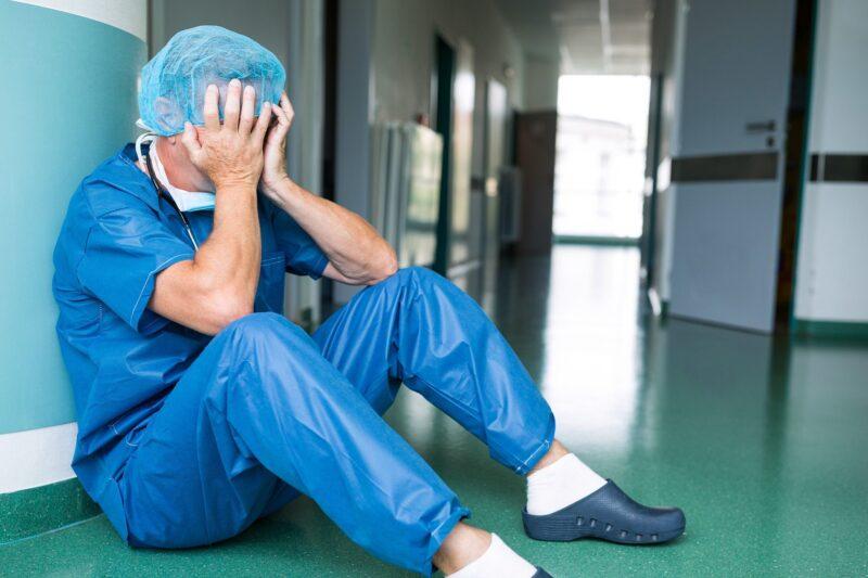 απόψε-χειροκροτάμε-για-γατρούς-νοσηλευτικό-προσωπικό